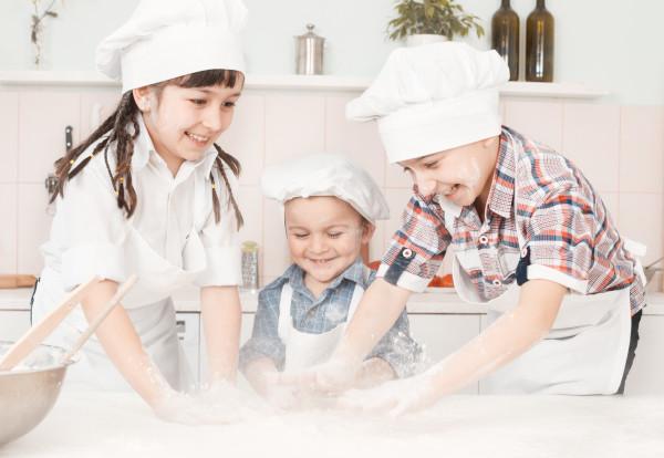 Pizza masterclass - kids making pizza